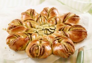 Zucchini-Pesto-Blumenbrot - Rezept von Betty Bossi & Miele