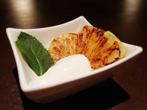 Karamellisierte Ananas mit Vanilleglace
